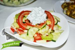 Салат из помидора, огурца и сельдерея - Готовый