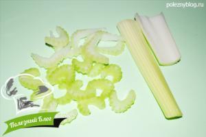 Салат из помидора, огурца и сельдерея - Шаг 1