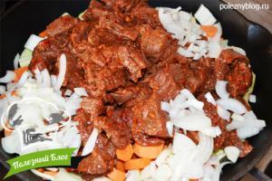 Тушёная говядина с луком и морковью   Шаг 10